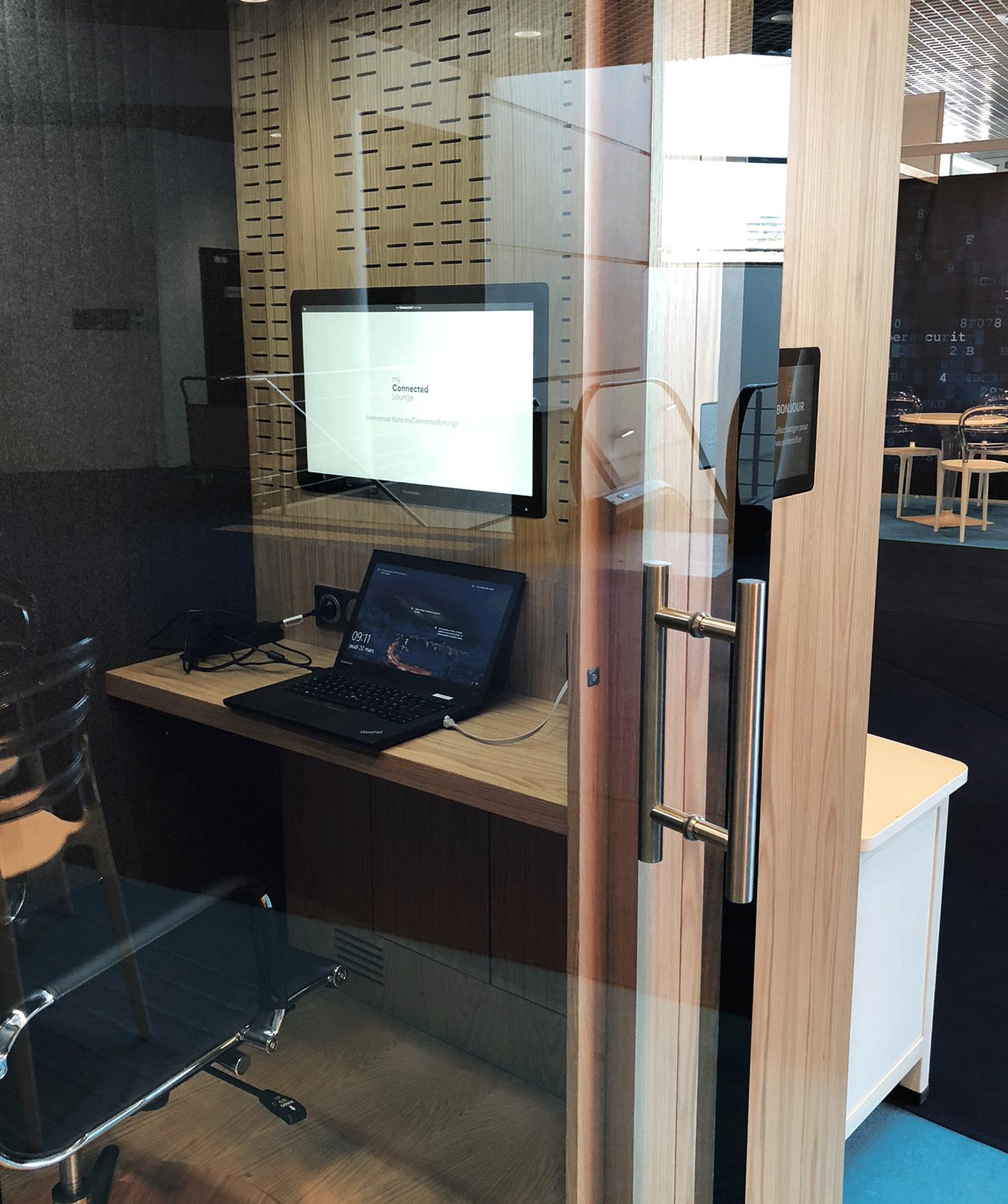 vue de l'intérieur de myConnectedLounge à l'IT & IT security meetings à Cannes