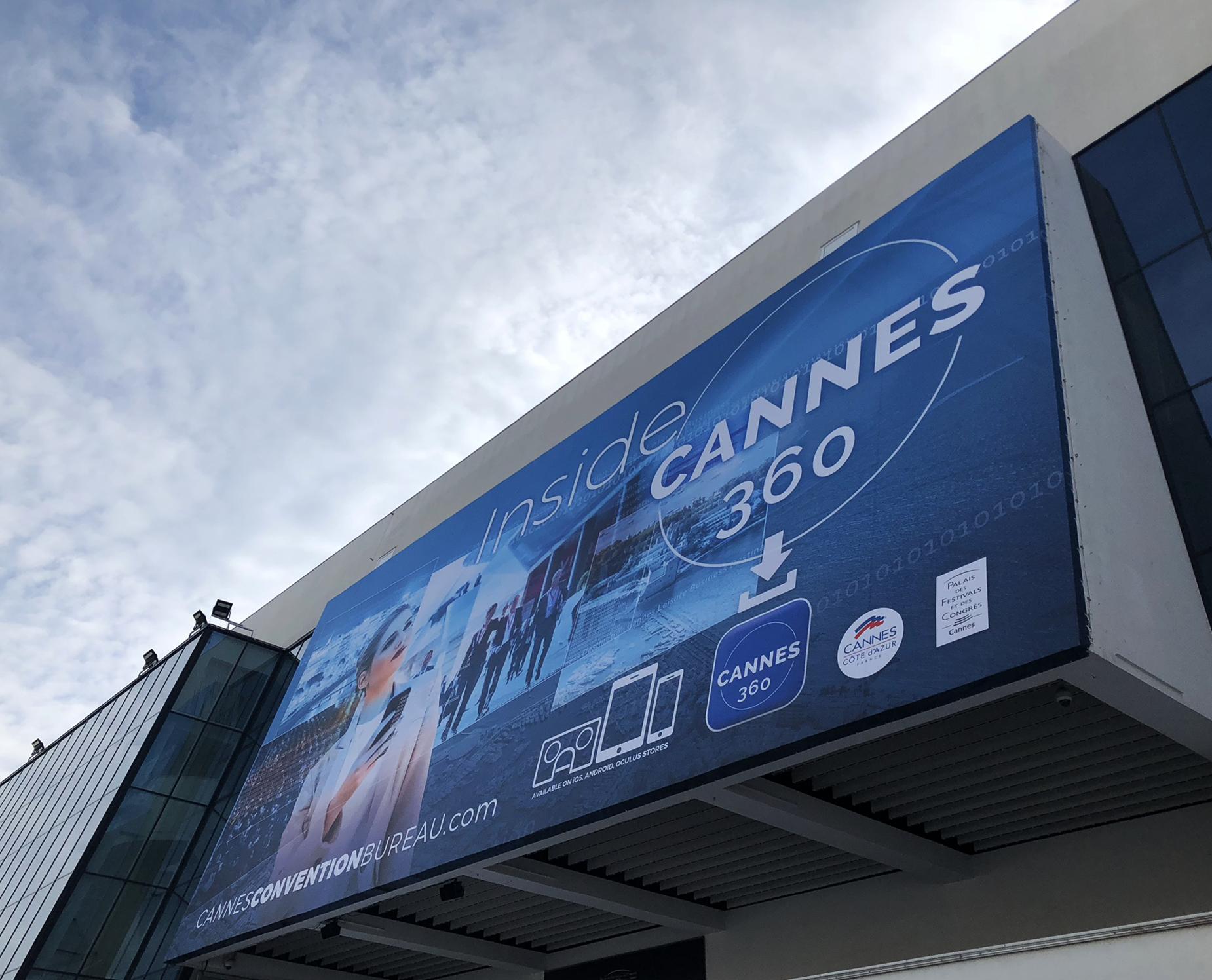 Palais des Gongrès et Festival de Cannes en contre plongée