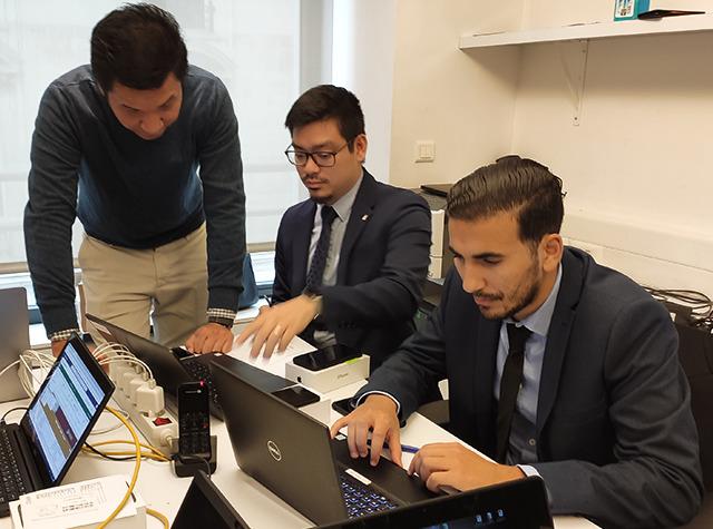 nos techniciens et consultants assistent vos utilisateurs de l'entreprise