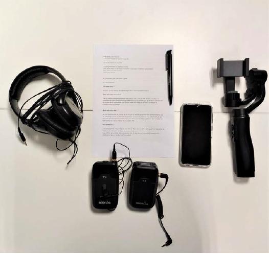 Les outils nécessaire pour un tournage réussi : écouteurs, microphone, scénario, batterie et un stabilisateur si possible