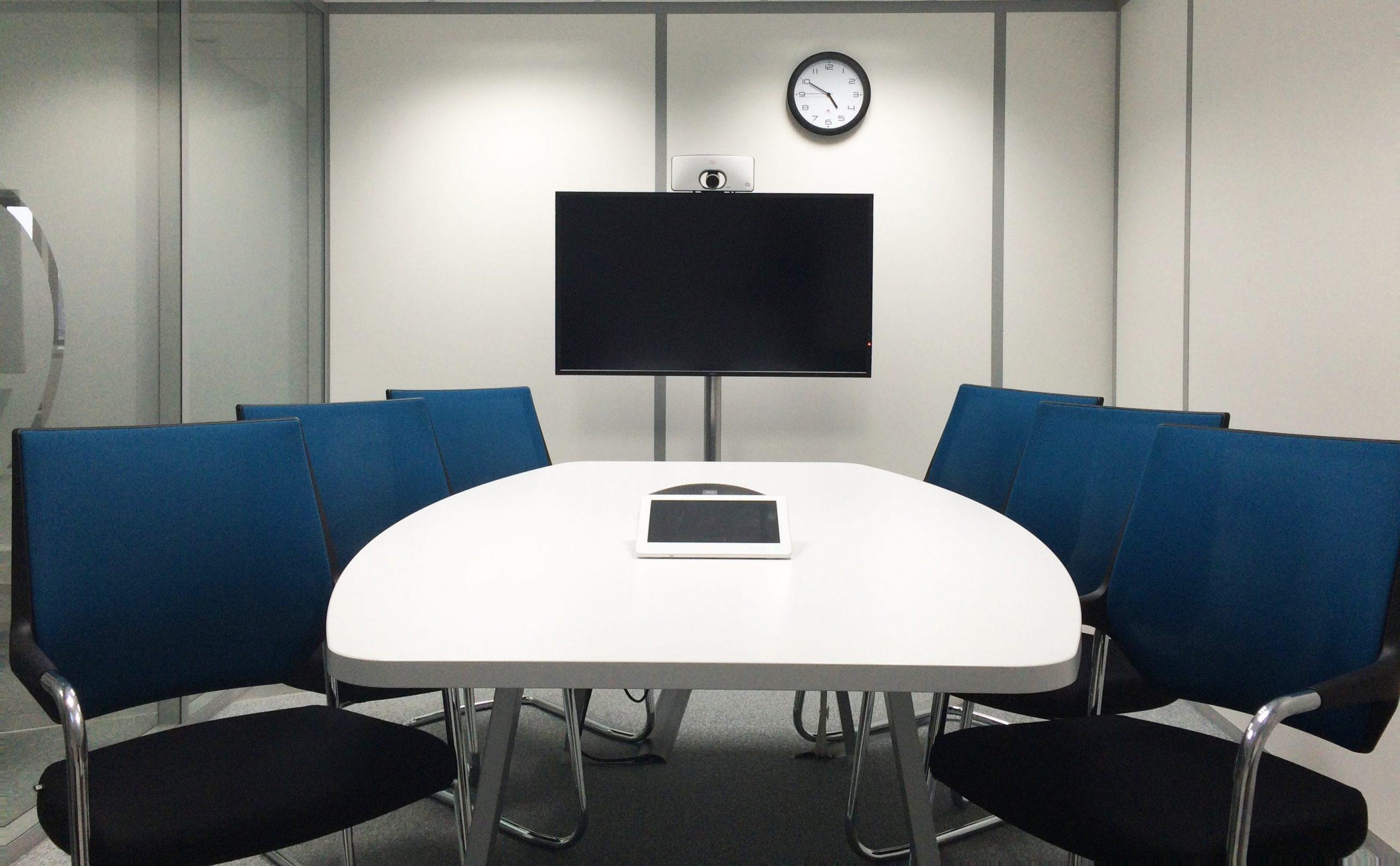 exemple de configuration d'une salle de réunion avec système de visioconférence intégré